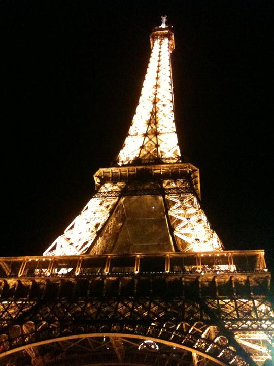 http://morristsai.com/blogpics/EiffelTowerLit.png