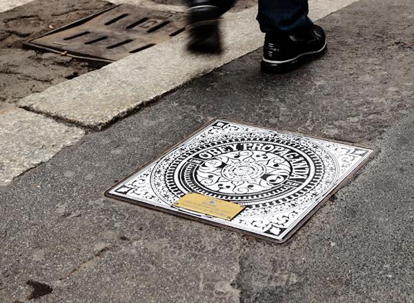 http://morristsai.com/blogpics/Milan-Manholes-Project-Obey-Invader-00.jpg